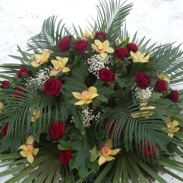 Czerwone róże to idealna kompozycja pogrzebowa