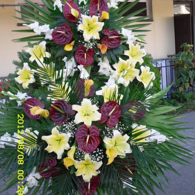 Duży wieniec pogrzebowy